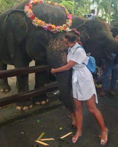 Bali-elephant-hug