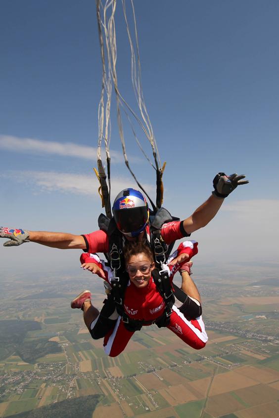 Renata-Cheptene-skydiving